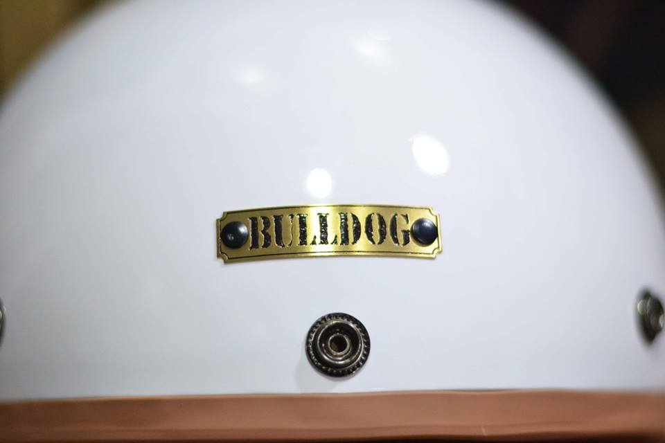 Logo trên đầu mũ Bulldog perro